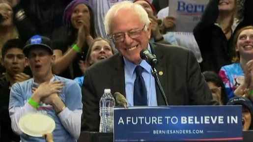 Bird lands on podium at Bernie Sanders rally